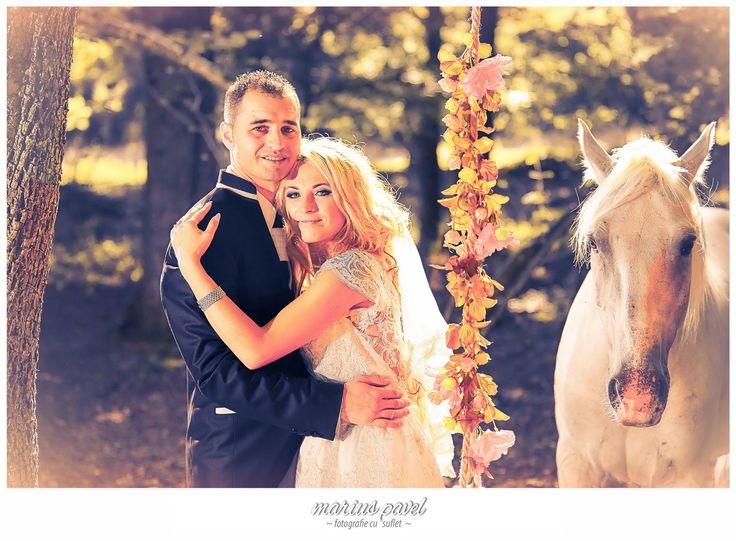 Fotografii nunta cu cai. Sedinta foto dupa ziua nuntii cu mirii in locatia ideala pentru a-i suprinde impreuna cu doi cai frumosi. Fotografii nunta cu cai trash the dress. Post-ul Fotografii nunta cu cai apare prima dată în Foto Video Brasov - Nunta si Botez.