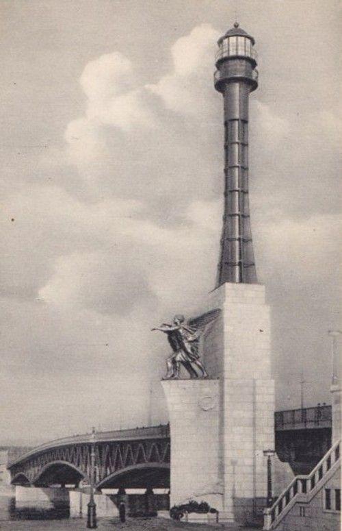 1936 körül. Haditengereszeti emlékmű a Petőfi- (akkori Horthy-) hídnál