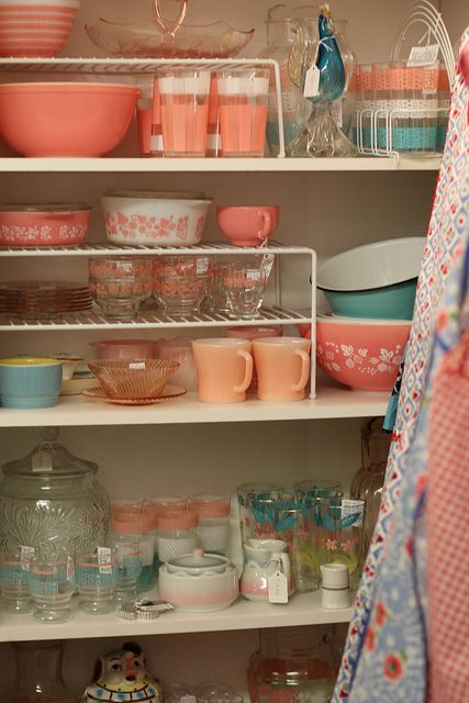 Vintage Kitchen...These colors are so cute and I always see dishes like these at consignment stores!