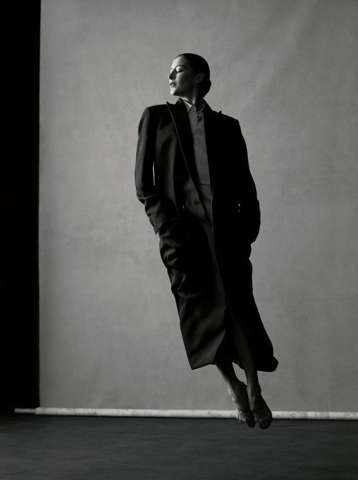 Long manteau en laine et chemise en coton, MAISON MARGIELA HOMME.
