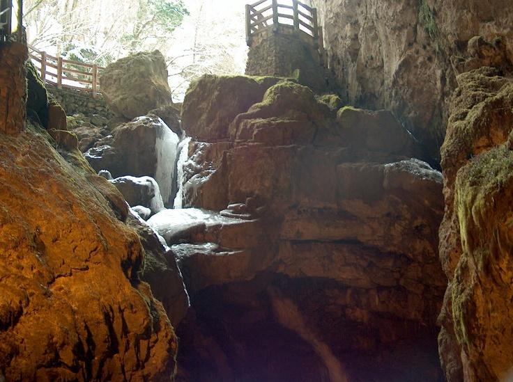 Pescorocchiano (Rieti) - Grotta di Val de' Varri - from http://www.comunepescorocchiano.rieti.it