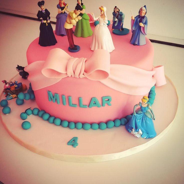 #disneyprincess #disneycake #princesscake #customcake #bow #disney #cakeroyale #cakeroyalecafe #instacake #streetsville #mississauga #instagram #instanice