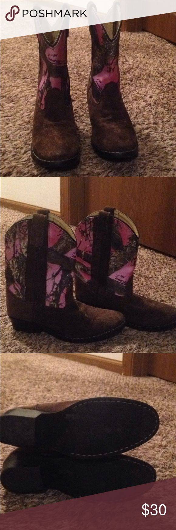 Girls pink camo cowgirl boots! In great condition! Girls size 2.5 leather foot, pink camo cowgirl boots by Masterson boot company masterson boot company Shoes Ankle Boots & Booties