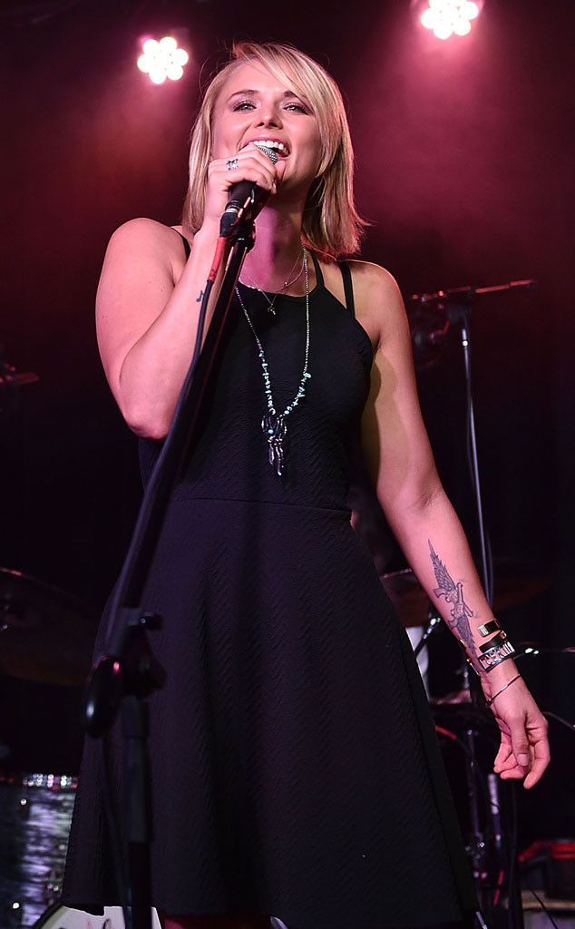 Miranda Lambert Hits the Stage for the First Time After Her Divorce From Blake Shelton?See the Pics! | E! Online Mobile