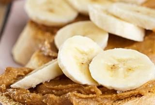 Banana with peanut butter http://www.rodalewellness.com/food/low-calorie-snacks/banana-with-peanut-butter