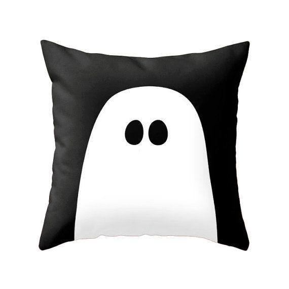 Ghost of Boo kussen perfect voor uw huis decoreren dit Halloween.  Selecteer welke maat u met behulp van de drop-down menu-opties boven de wenst Voeg toe aan winkelwagen groene knop.  + 100% spun polyester poplin stof (vergelijkbaar met de look en feel van canvas) + Dubbelzijdig afdrukken + Afgewerkt met een verborgen ritssluiting voor het gemak van zorg + Beschikbaar in 16 x 16, 18 x 18 en 20 x 20 + Bevat geen kussen invoegen (insert beschikbaar voor bijbetaling. Neem contact met mij op te…