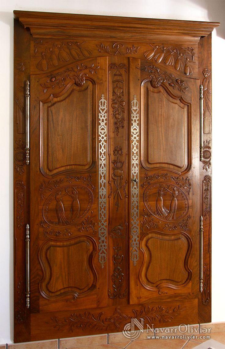 Fachada de armario empotrado en madera de nogal, tallado estilo provensal by navarrolivier.com  #armario #ebanisteria #carpinteria #talla #tallado #probenzal #puertas #mobiliario #navarrolivier #Almeria