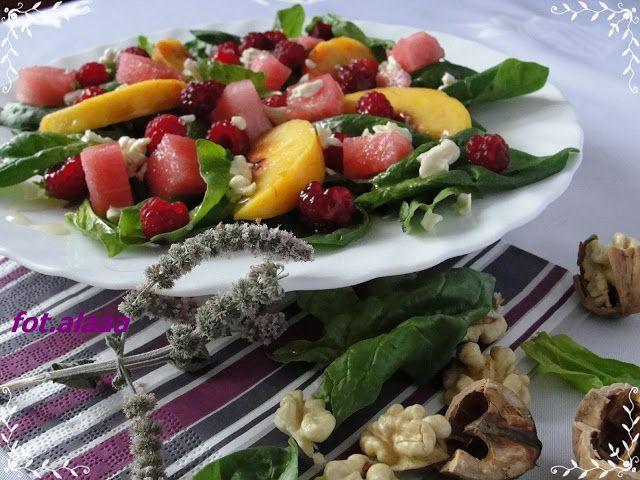 Ala piecze i gotuje: Jesienny szpinak z owocami i świeżymi orzechami włoskimi