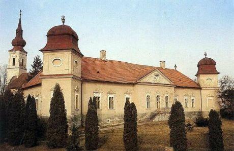 Átadták a felújított Madách-kastélyt Alsósztregován