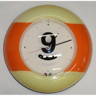 Πλαστικό στρογγυλό ρολόι τοίχου στα χρώματα του πορτοκαλί και εκρού. Στο μπροστινό μέρος υπάρχει ο αριθμός 9. Ιδανικό για τους λάτρεις του μπιλιάρδου. Η διάμετρος του ρολογιού είναι 47εκ.