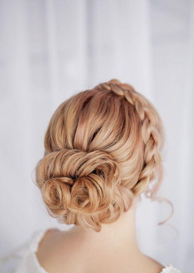 Haarknotten flechten-französischer Zopf und Haarreifen geflochten