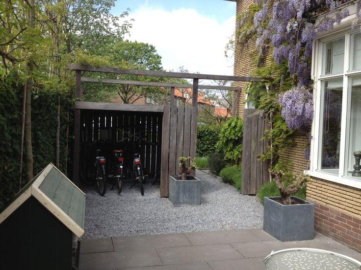 moderne tuin II - met fietsenstalling van hardhout