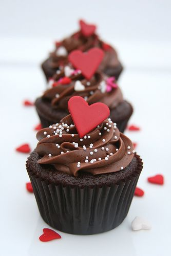 Valentine cupcakes that are not too pink.