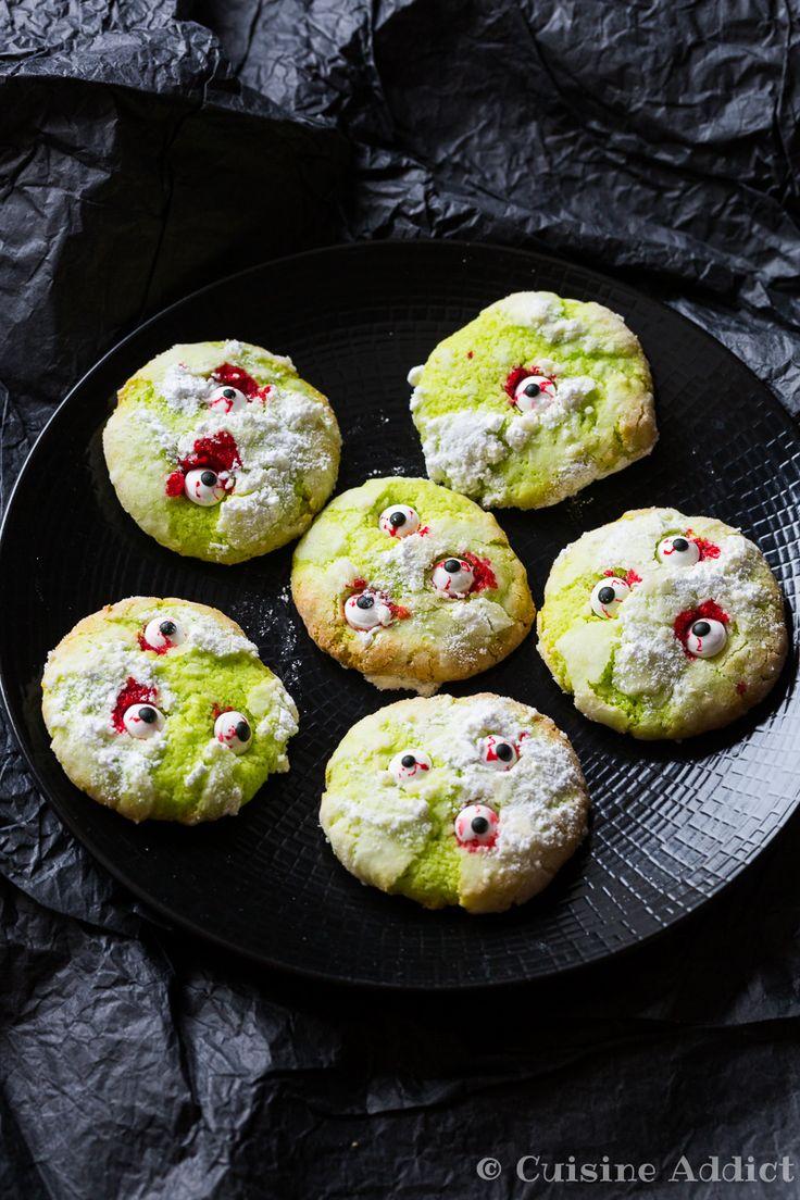 Des cookies croustillants dehors et moelleux dedans à la Noix de coco et au Citron vert, décorés d'yeux sanguinolents pour Halloween.