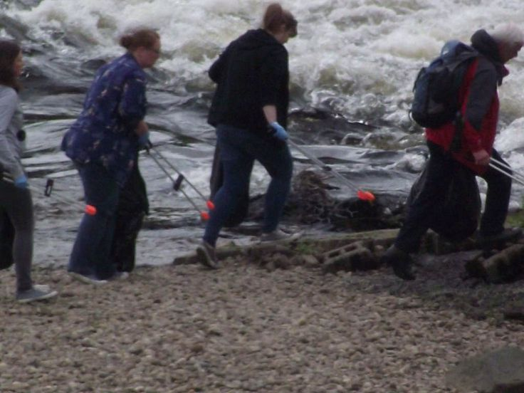 Civic-minded litter pickers, Moncrieffe Island, River Tay, Perth