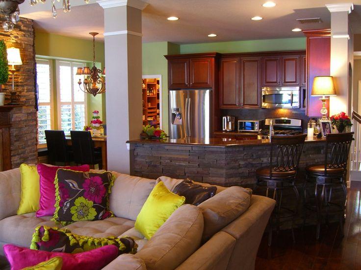 https://i.pinimg.com/736x/17/54/28/1754286d423908880fee64b1b6684d64--dark-flooring-kitchen-family-rooms.jpg