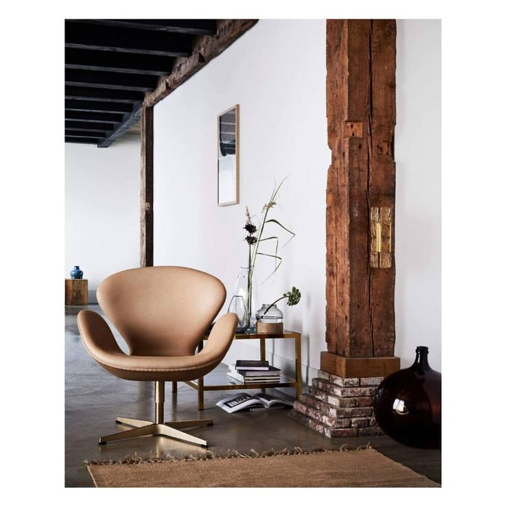 For those who say that mid-century design is old, I challenge you not to like these masterpieces. On their 60 years anniversary one can say that the Egg chair, the Swan chair and the Drop chair designed by Arne Jacobsen in 1958 are timeless yet relevant in time. Enjoy the anniversary gold edition. Via:@fritzhansen . . #YourHomeIsYourDress #retrochicdesign #midcenturyfurniture #design #house #art #artcollector #colorharmony #milano #anni50 #midcentury #midcenturymodern #interior…