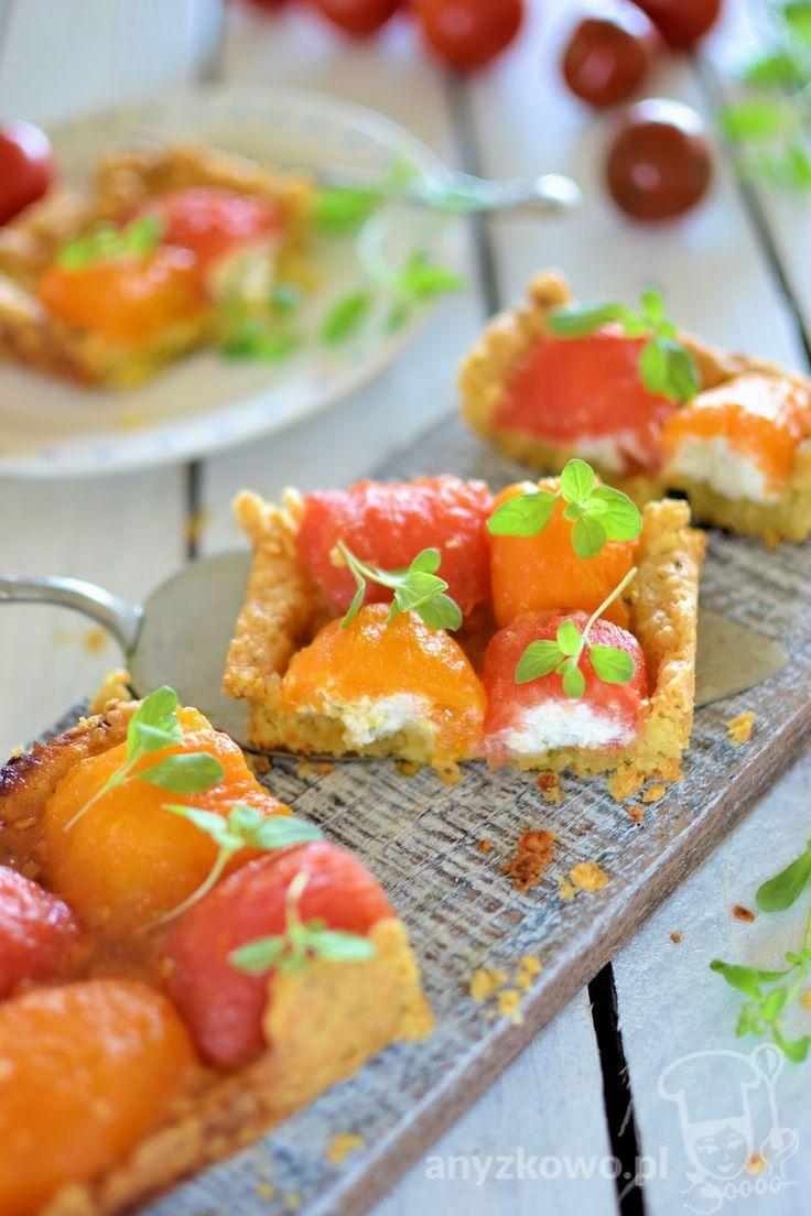 Serowa tarta z karmelizowanymi pomidorami nadzianymi