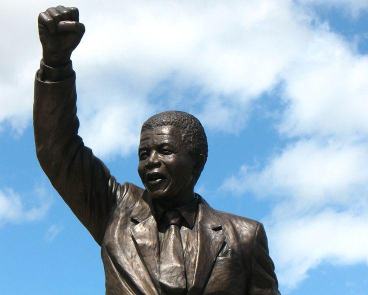 Statut de Nelson Mandela à la prison de Drakenstein © Vilseskogen http://www.amnesty.fr/Nos-campagnes/Stop-Torture/Actualites/Les-regles-Mandela-enfin-adoptees-ONU-15230?utm_source=twitter&utm_medium=reseaux-sociaux