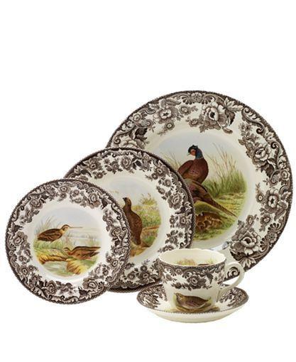 Jídelní sada * bílý porcelán s malovanou hnědou dekorací květin a obrázky s mysliveckou tématikou.