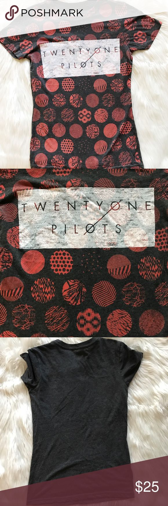 """Twenty One Pilots concert tee ✨ Excellent condition, size Small. Armpit to armpit 17"""" Armpit down 18"""" Tops Tees - Short Sleeve"""