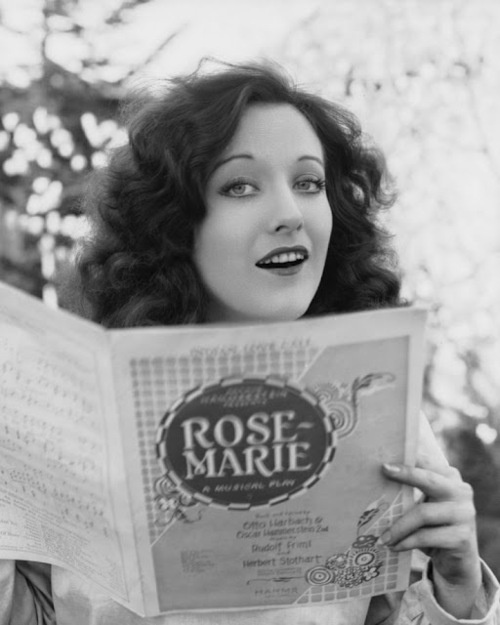 Crawford reading.: 1920 S, Silent Film, Lucien Hubbard, Crawford Reading, Joancrawford, Joan Crawford, 1920S, Rosemary, Rose Mary