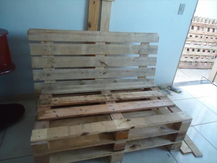 Recycled pallet planks for a couch
