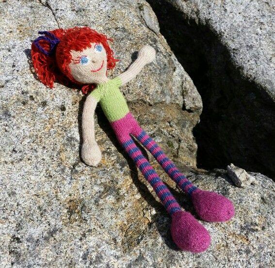 """Nu är hon klar, min stickade docka som Milea ska få när hon fyller 1 år! ♡ Mönster ur Arne & Carlos' bok """"Sticka dockor""""."""