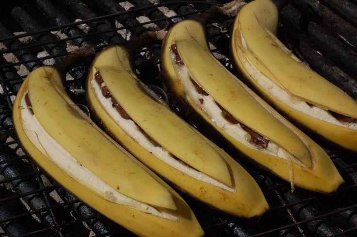 Opskrift på dessert bålmad - bananer med chokolade