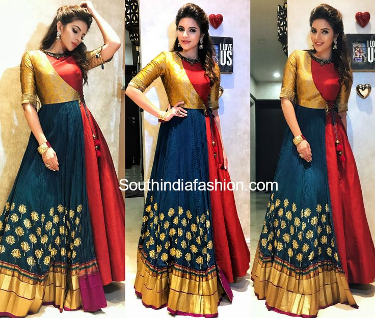 For Navratri Dandiya Raas, actress Shama Sikander wore a floor length anarkali by Sounia Gohil.