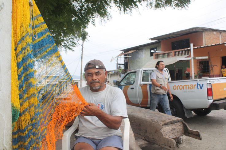 Tejido de redes de pesca, trasmallos y atarrayas para las faenas de pesca.Bahía de Caráquez Manabí.Foto:Celia López