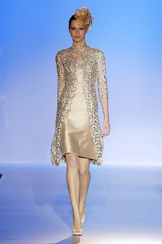 Si decimos que este vestido es espectacular nos quedamos cortos... Ideal para cualquier boda! Es de Franc Sarabia. http://www.boda.tv/Pasarela/gaudi-novias-2013/madrina/franc-sarabia.htm