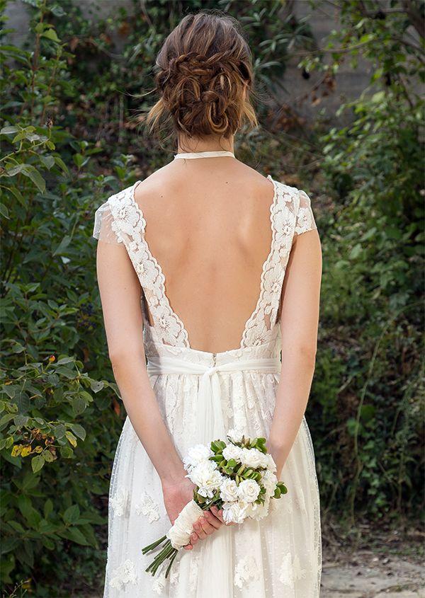 Vestido de Novia en tul plumeti, bordado en algodón con motivos florales. Cinturón de tul de algodón y flores con pedrería. Gargantilla – chocker,  flor bordada con cristales y pedrería.