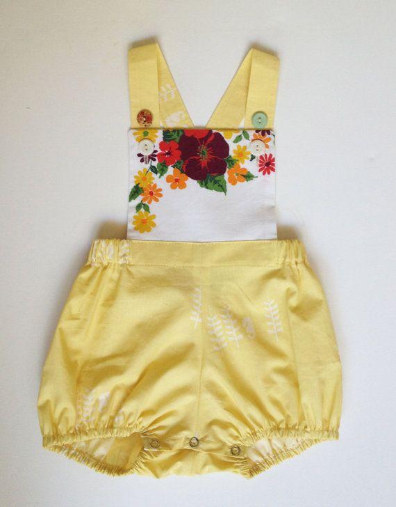 sweet yellow vintage sunsuit. ORGANIC COTTON. por pokettoclothing