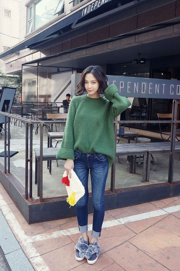 Loose Sleeve Roll Knit Top