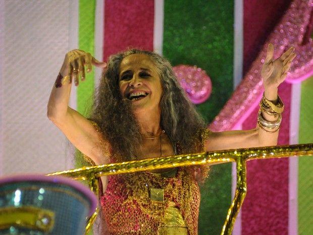 Maria Bethânia é a grande homenageada pela escola de samba  (Foto: Alexandre Durão/G1)