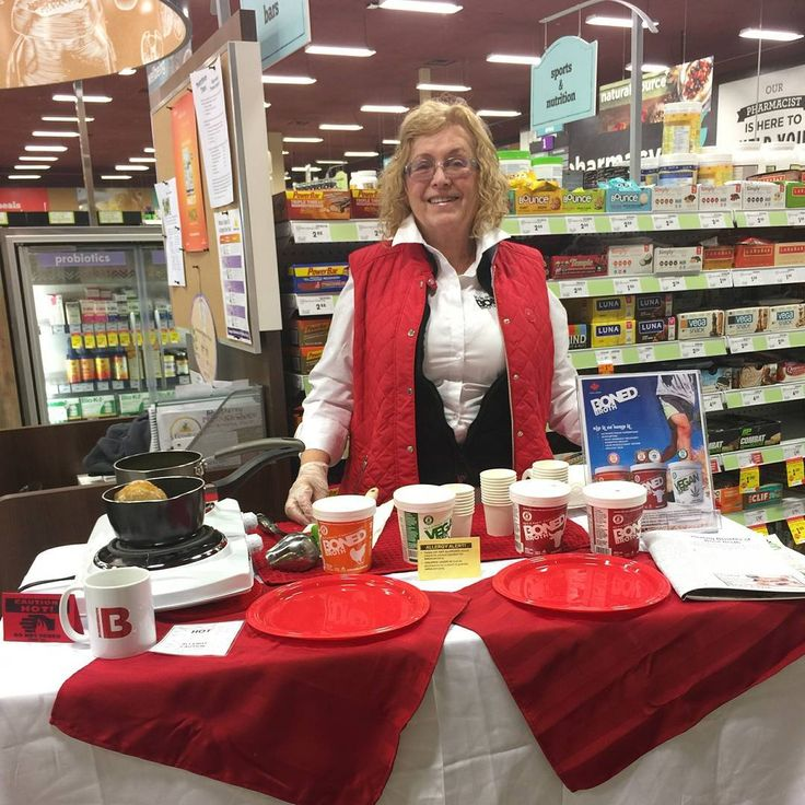 Earlier at our Safeway Boned Broth Demo 😊 Helen rocking it! Were you able to taste our broths?  @safewaycanada @safeway bonedbroth#safeway #canada #bonedbroth #bonebroth #healthy #delicious #veganbroth #chickenbroth #beefbroth #collagenprotein #protein #nutritious #wellness #nutrition #health #paleo #keto #canadian