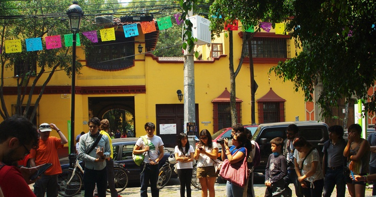 "Jane's Walk 2013: Mexico City, Mexico - ""Camina Coyoacán"" - Guided by Salvador Medina - Photo by Monica Tapia A - http://www.janeswalk.net/ - http://hazciudad.blogspot.mx/2013/05/celebramos-jane-jacobs-caminando-por.html"