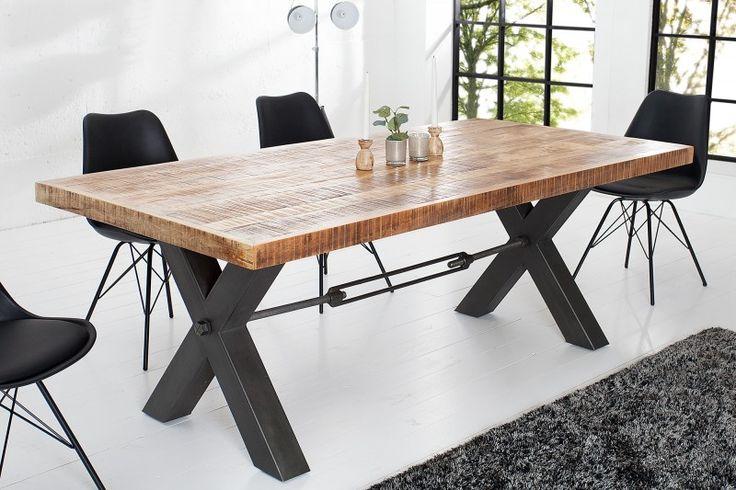 Jedálenský stôl z masívneho dreva CROFT.