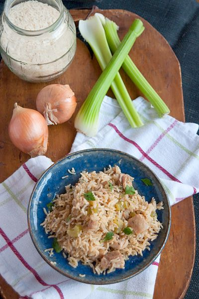 Chicken and Rice from @Lana Stuart | Never Enough Thyme http://www.lanascooking.com/2013/04/12/chicken-and-rice/ #chicken #rice #comfortfood