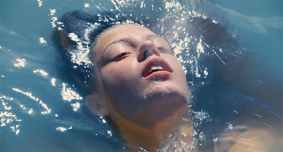 La vie d`Adele... La vie d`Beth, d`Jean, d`Marie, d`Loui... A vida de qualquer um de nós capaz de amar. O filme Azul é a Cor Mais Quente é lindo!