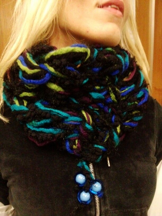 Arm knitting black blue green