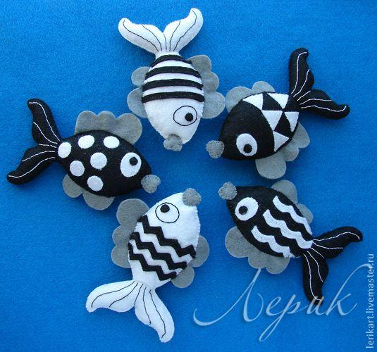 """Развивающие игрушки ручной работы. Ярмарка Мастеров - ручная работа. Купить Черно-белый мобиль для новорожденного """"Рыбки"""". Handmade."""