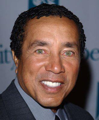 THE HIT PARADE www.estacion71.com Mr. Smokey Robinson - Motown Legend