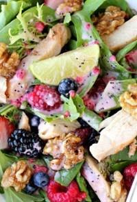 Εύκολο! Υγιεινή σαλάτα ρόκα-σπανάκι και φρούτα