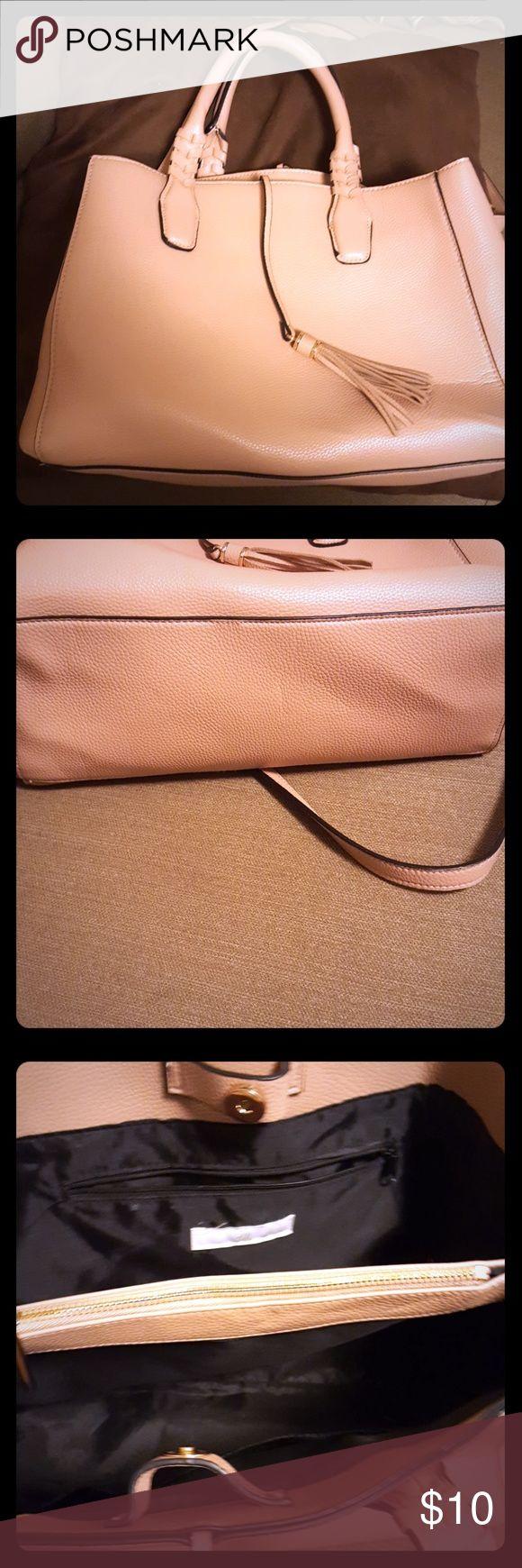 H&M purse Mauve colored H&M purse. No visible wear. Includes removable shoulder strap. Perfect color for Spring/Summer. H&M Bags Satchels