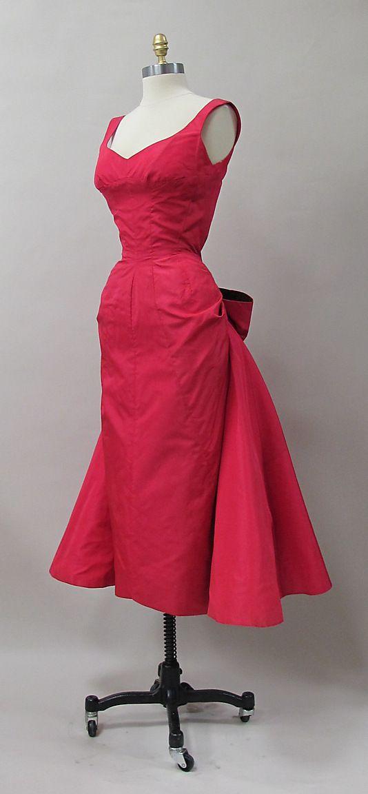 Cocktail dress, Charles James, 1952-52, silk. Sample made for Samuel Winston. -The Metropolitan Museum of Art 2013.333 (side/front)