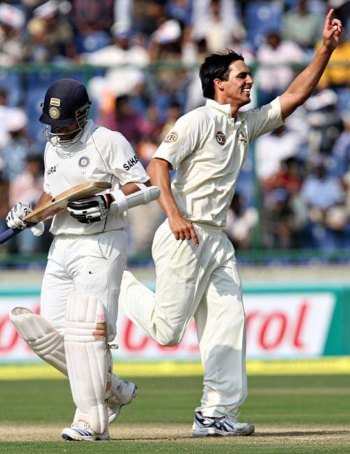 Mitchell Johnson dismissed Sachin Tendulkar on the stroke of tea, India v Australia, 3rd Test, Delhi, 1st day, October 29, 2008 200th.in