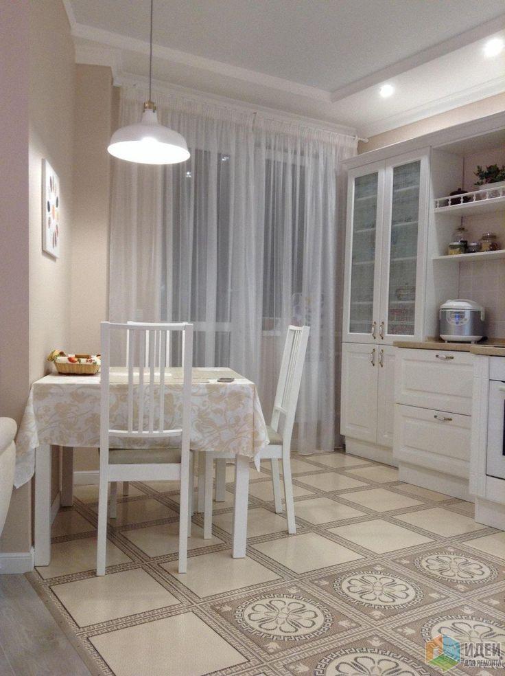 Светлая кухня, плитка на полу кухни