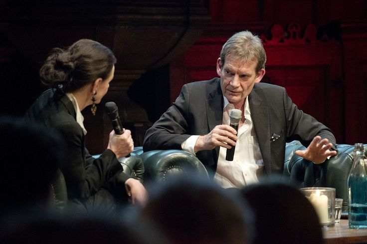 Anna Luyten en Graham Swift in gesprek tijdens de lancering van Hollands Diep. ©Geert Snoeijer